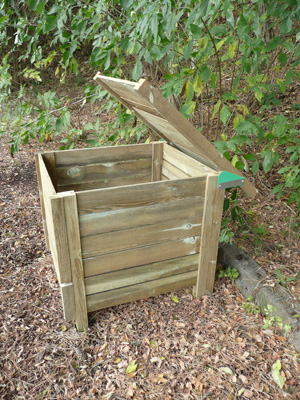 il existe plusieurs mthodes pour fabriquer un composteur la mthode la plus classique est la mise en uvre dun composteur cubique laide de palettes - Comment Fabriquer Un Composteur Exterieur